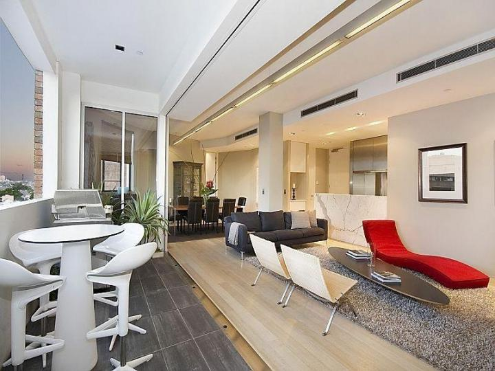 Chic Well Lit Apartment
